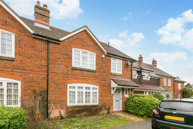 £2,500 per Calendar Month, 3 Bedroom Town House To Rent in Beaconsfield, HP9