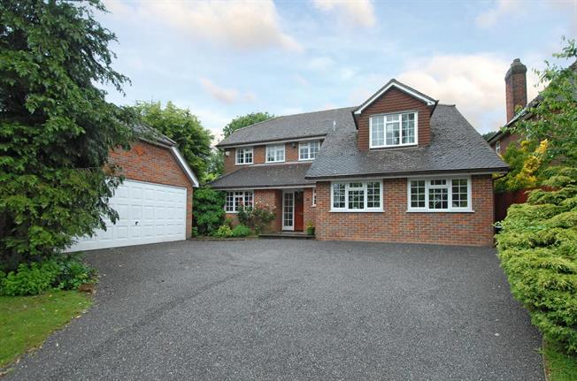 £2,850 per Calendar Month, 5 Bedroom Detached House To Rent in Beaconsfield, HP9