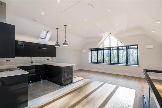 £1,950 per Calendar Month, 2 Bedroom Flat To Rent in Beaconsfield, HP9