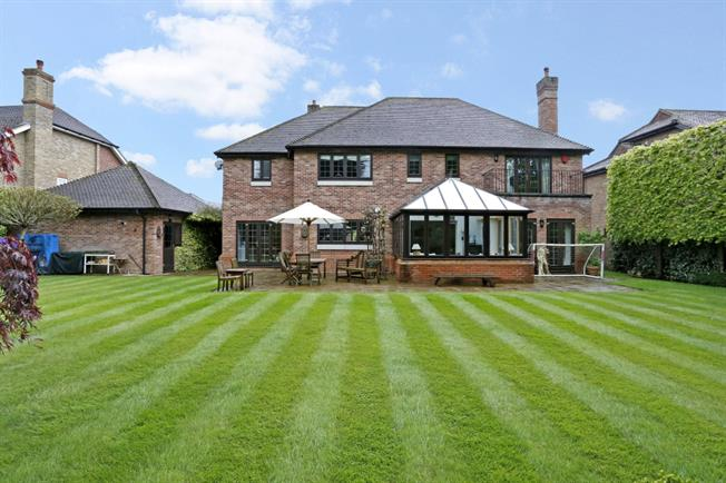 £7,700 per Calendar Month, 5 Bedroom Detached House To Rent in Beaconsfield, HP9