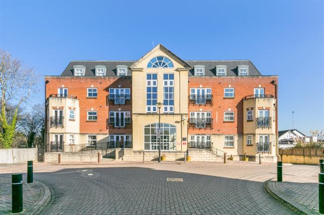 £1,195 per Calendar Month, 1 Bedroom Apartment To Rent in Beaconsfield, HP9