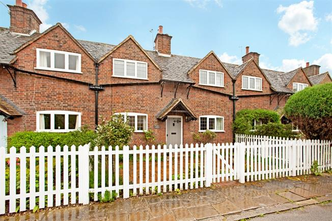 £1,950 per Calendar Month, 2 Bedroom Cottage House To Rent in Beaconsfield, HP9