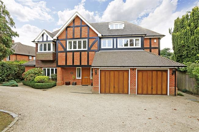£6,990 per Calendar Month, 6 Bedroom Detached House To Rent in Beaconsfield, HP9