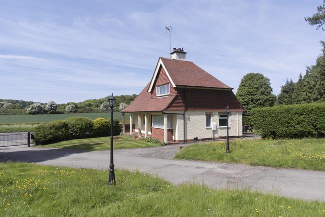 £1,495 per Calendar Month, 2 Bedroom Detached House To Rent in Great Missenden, HP16