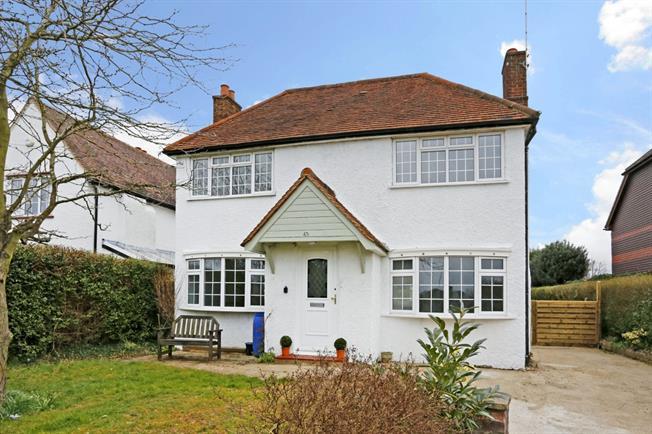 £2,600 per Calendar Month, 3 Bedroom Detached House To Rent in Seer Green, HP9