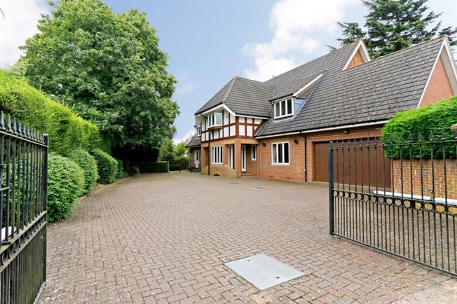 £4,250 per Calendar Month, 5 Bedroom House To Rent in Beaconsfield, HP9