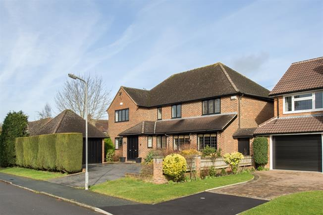 £3,750 per Calendar Month, 5 Bedroom Detached House To Rent in Beaconsfield, HP9