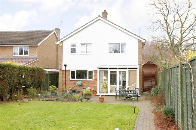 £2,250 per Calendar Month, 4 Bedroom Detached House To Rent in Beaconsfield, HP9