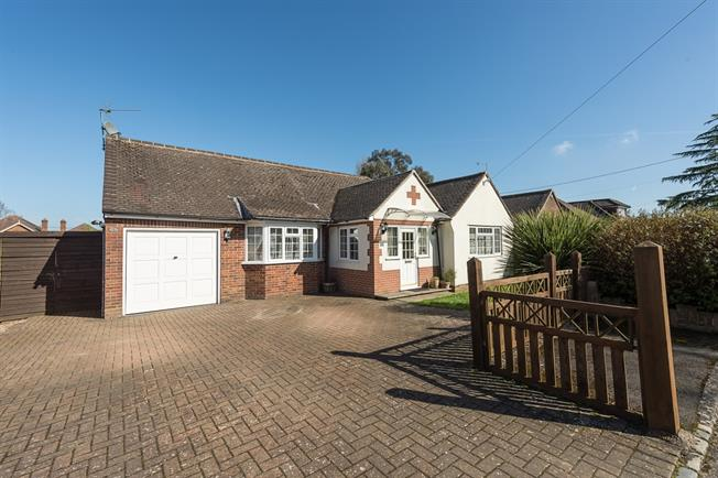 £2,250 per Calendar Month, 5 Bedroom Detached House To Rent in Holmer Green, HP15