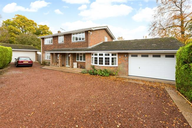 £4,490 per Calendar Month, 4 Bedroom Detached House To Rent in Knotty Green, HP9