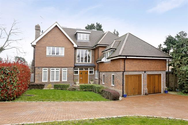 £5,000 per Calendar Month, 6 Bedroom House To Rent in Knotty Green, HP9