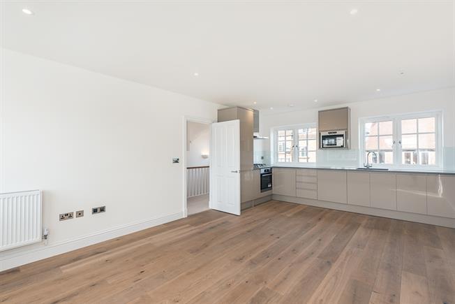 £1,500 per Calendar Month, 2 Bedroom Duplex Apartment To Rent in Great Missenden, HP16