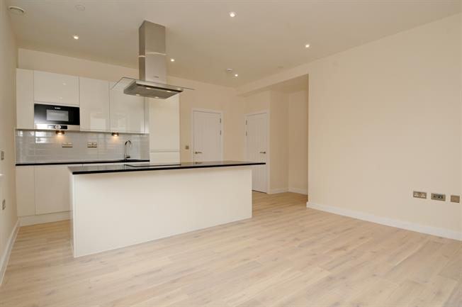 £1,350 per Calendar Month, 1 Bedroom Apartment To Rent in Beaconsfield, HP9