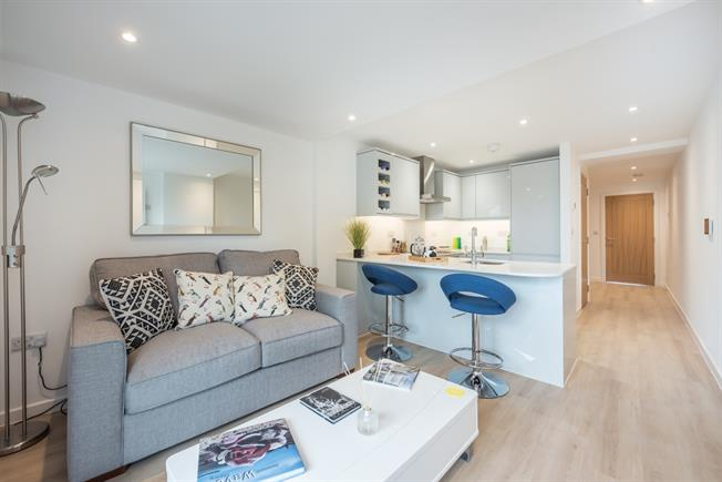 £1,000 per Calendar Month, Apartment To Rent in Amersham, HP6