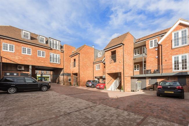 £1,350 per Calendar Month, 2 Bedroom Apartment To Rent in Great Missenden, HP16