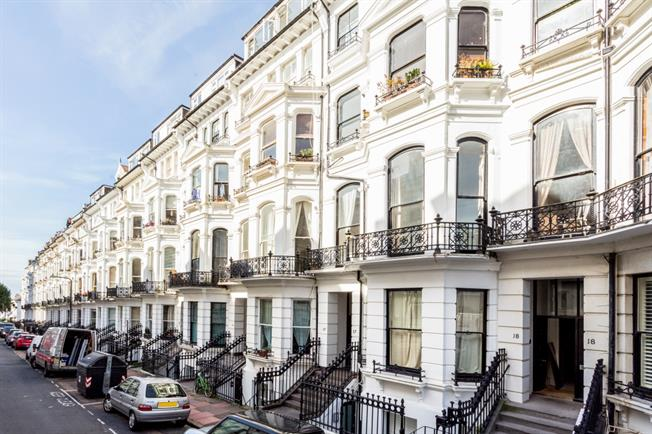 £1,050 per Calendar Month, 2 Bedroom Apartment To Rent in Brighton, BN1