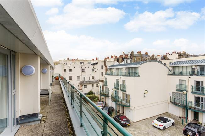 £2,250 per Calendar Month, 4 Bedroom Town House To Rent in Brighton, BN1