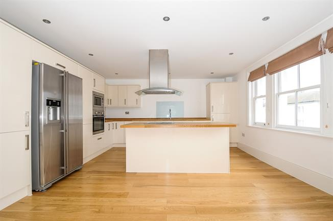£1,450 per Calendar Month, 2 Bedroom Apartment To Rent in Hove, BN3