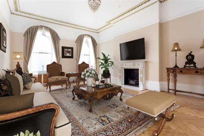 £2,500 per Calendar Month, 2 Bedroom Apartment To Rent in Hove, BN3