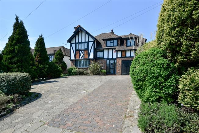 £2,995 per Calendar Month, 4 Bedroom Detached House To Rent in Hove, BN3