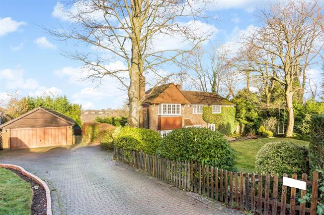 £2,500 per Calendar Month, 4 Bedroom Detached House To Rent in Woldingham, CR3
