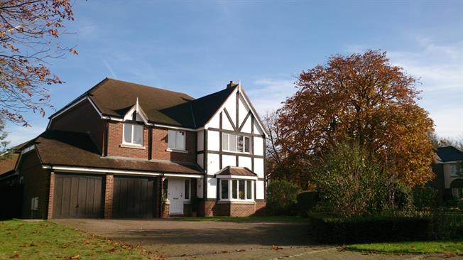 £2,700 per Calendar Month, 5 Bedroom Detached House To Rent in Caterham, CR3