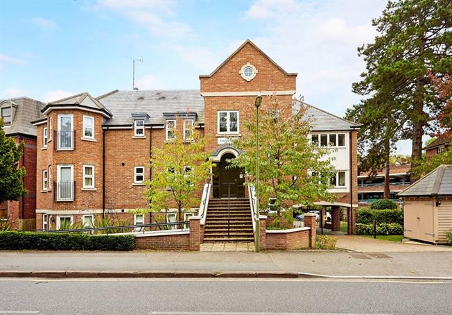 £1,400 per Calendar Month, 2 Bedroom Apartment To Rent in Caterham, CR3