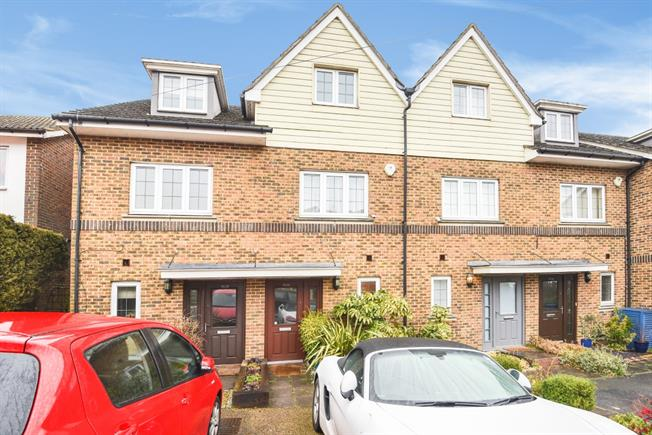 £1,595 per Calendar Month, 3 Bedroom Town House To Rent in Caterham, CR3