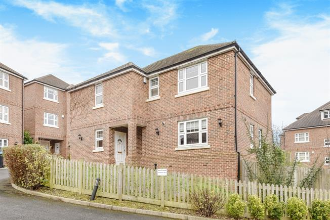 £3,500 per Calendar Month, 5 Bedroom Detached House To Rent in Caterham, CR3