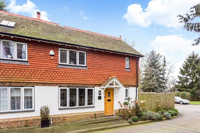 £1,595 per Calendar Month, 3 Bedroom Cottage House To Rent in Bletchingley, RH1