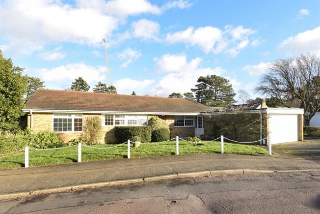 £2,250 per Calendar Month, 4 Bedroom Bungalow To Rent in Warlingham, CR6