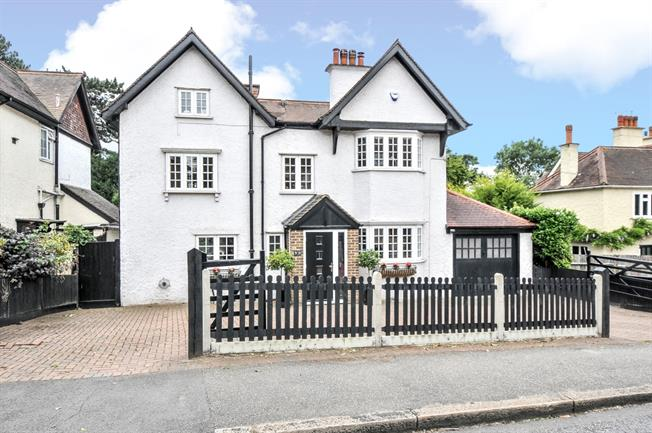 £2,650 per Calendar Month, 5 Bedroom Detached House To Rent in South Croydon, CR2