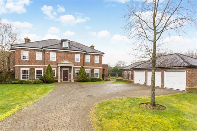 £5,500 per Calendar Month, 7 Bedroom Detached House To Rent in Coulsdon, CR5