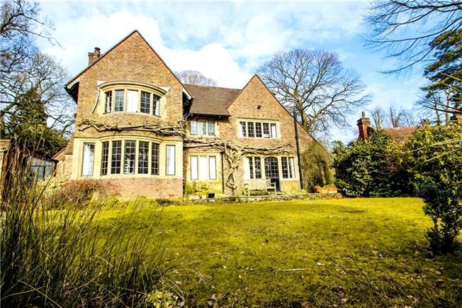 £3,250 per Calendar Month, 4 Bedroom Detached House To Rent in Oxted, RH8