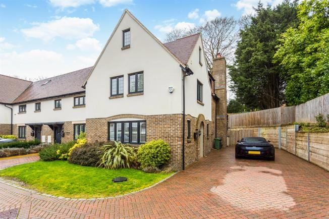 £2,500 per Calendar Month, 3 Bedroom End of Terrace House To Rent in Chipstead, CR5