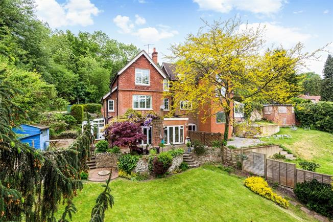 £1,750 per Calendar Month, 4 Bedroom Semi Detached House To Rent in Caterham, CR3