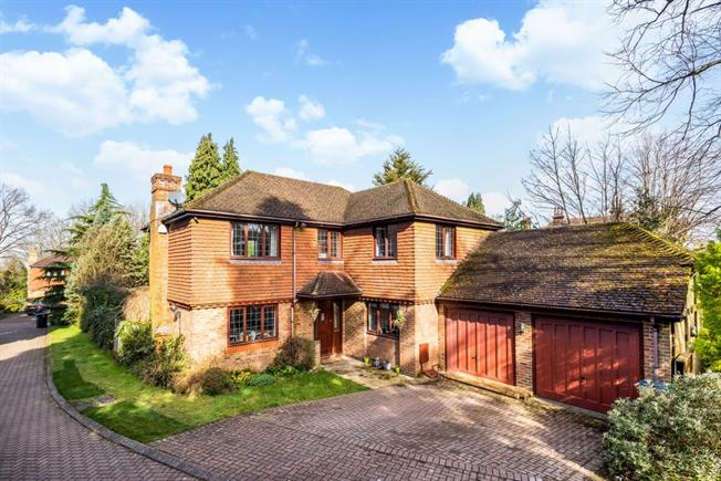 £2,300 per Calendar Month, 4 Bedroom Detached House To Rent in Caterham, CR3