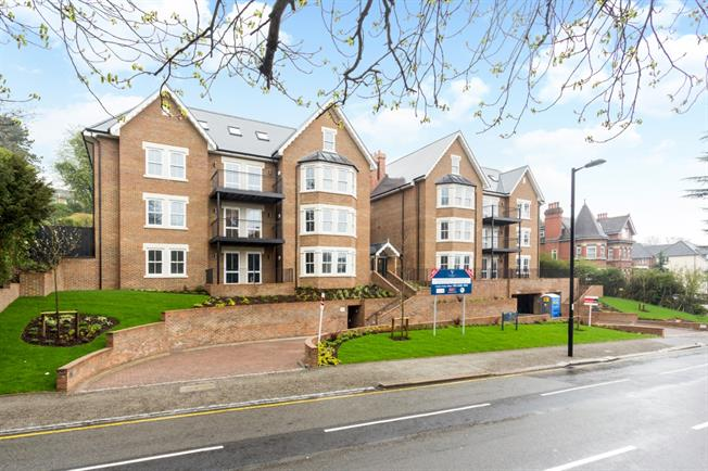 £1,595 per Calendar Month, 2 Bedroom Apartment To Rent in Purley, CR8