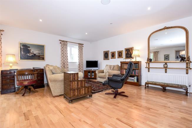 £1,795 per Calendar Month, 2 Bedroom Penthouse To Rent in Warlingham, CR6