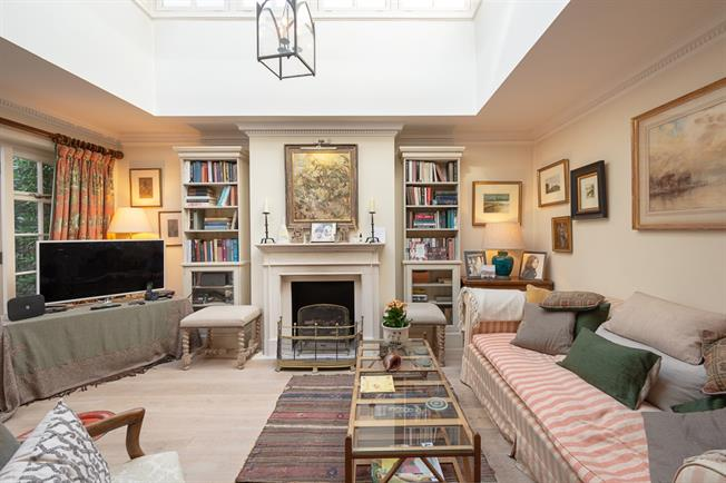 £2,816  per Calendar Month (Calculated), 1 Bedroom Apartment To Rent in London, SW7