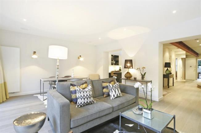 £5,200  per Calendar Month (Calculated), 2 Bedroom Apartment To Rent in London, SW10