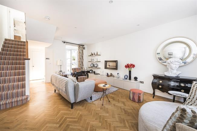£6,933  per Calendar Month (Calculated), 3 Bedroom End of Terrace House To Rent in London, SW3