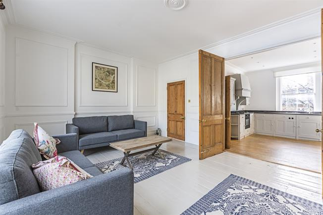 £5,200  per Calendar Month (Calculated), 2 Bedroom Maisonette To Rent in London, SW10