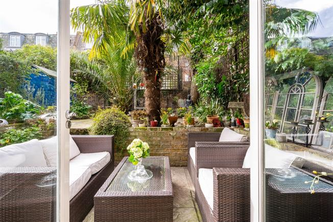 £2,578  per Calendar Month (Calculated), 2 Bedroom Flat To Rent in London, SW10