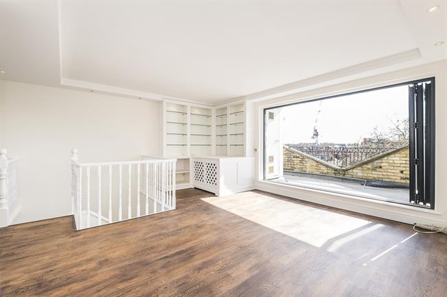 £4,311  per Calendar Month (Calculated), 3 Bedroom Flat To Rent in London, SW3