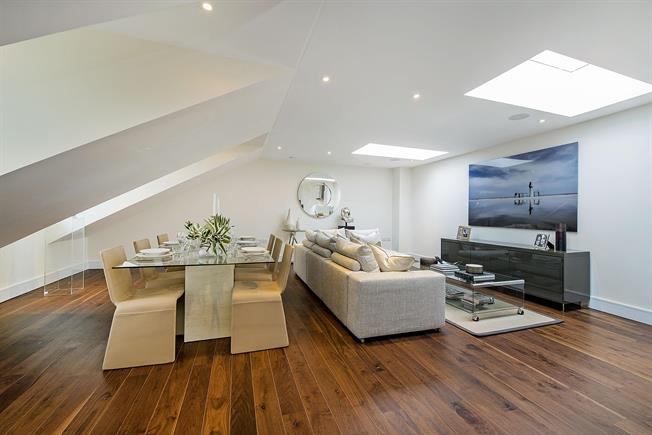 £4,766  per Calendar Month (Calculated), 3 Bedroom Apartment To Rent in London, SW10