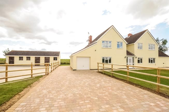 £2,200 per Calendar Month, 4 Bedroom Cottage House To Rent in Tewkesbury, GL20