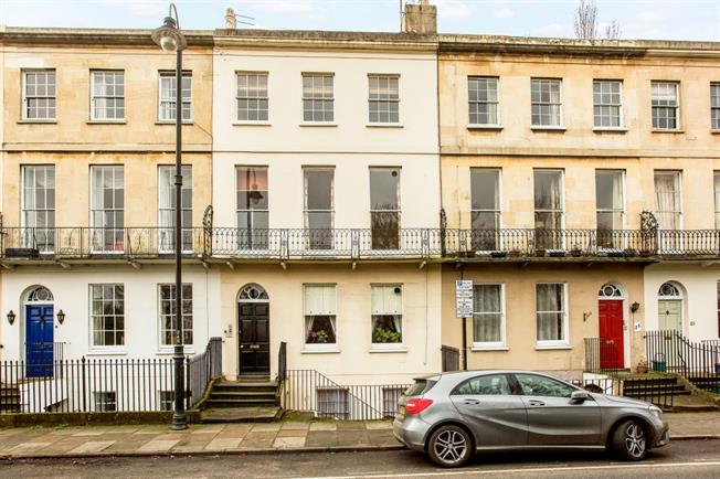 £775 per Calendar Month, 1 Bedroom Apartment To Rent in Cheltenham, GL50