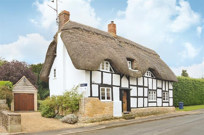 £1,750 per Calendar Month, 4 Bedroom House To Rent in Alderton, GL20