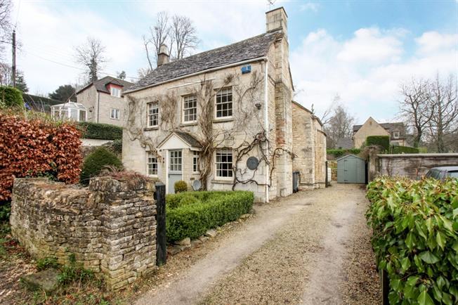 £1,895 per Calendar Month, 4 Bedroom House To Rent in Stroud, GL6
